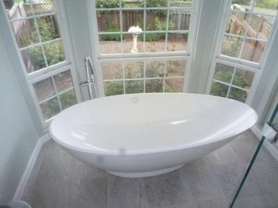 bay window tub